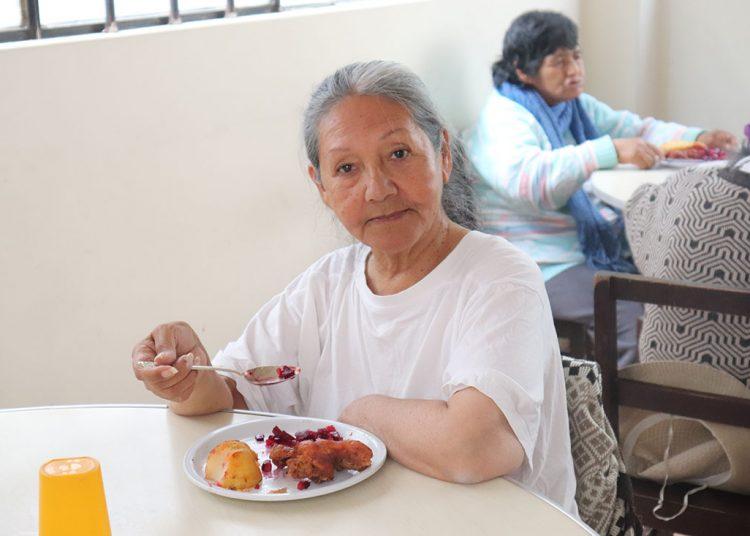 Los servicios que brindan son de vivienda, alimentación, atención médica y entrega de medicinas.