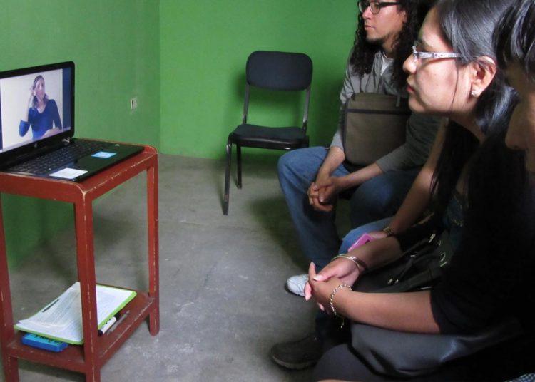 Los inicios de Lara fueron en la cochera de una iglesia y con sesiones virtuales.