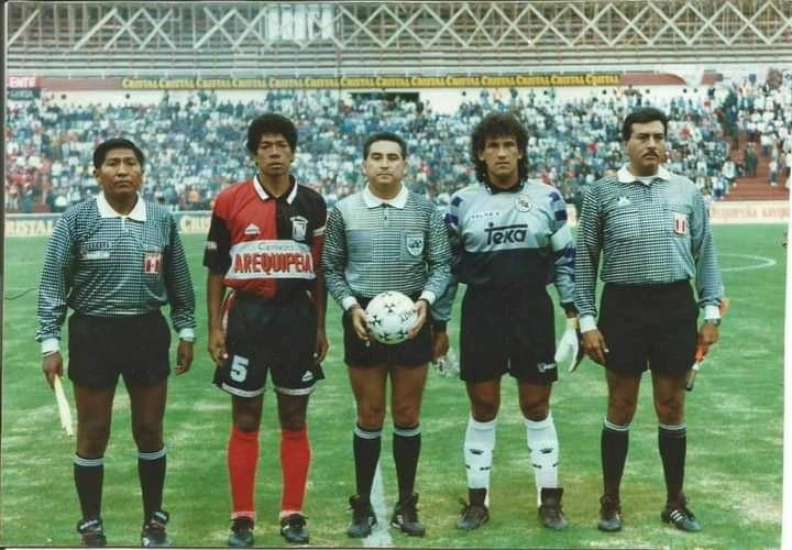 Requena es considerado uno de los defensores y capitanes más correctos y con menos expulsiones del fútbol peruano.