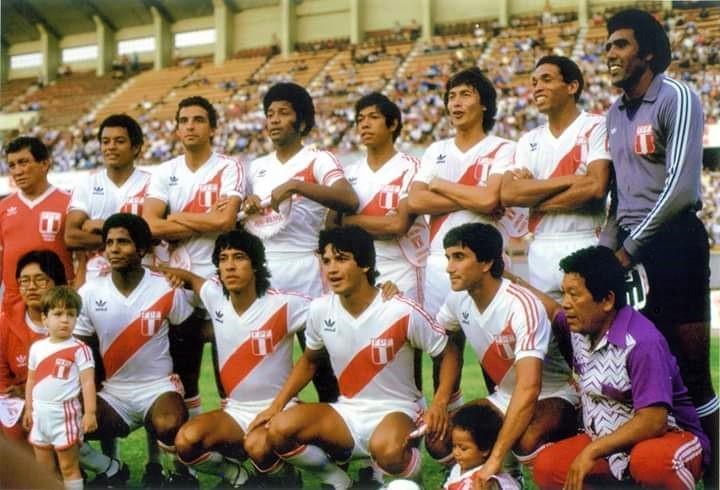 El exdefensa llevó la camiseta de la selección nacional entre 1983 y 1992, jugó con César Cueto, Juan Carlos Oblitas, entre otros.
