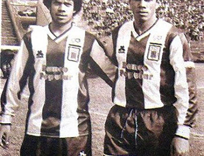 Valencia jugó en Alianza Lima junto a su hermano Wilmar. Allí fue figura y campeón nacional en 1997.