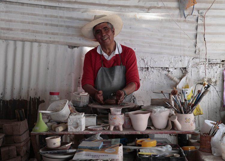 Bernardino Arce tiene su taller en el distrito de Alto Selva Alegre.