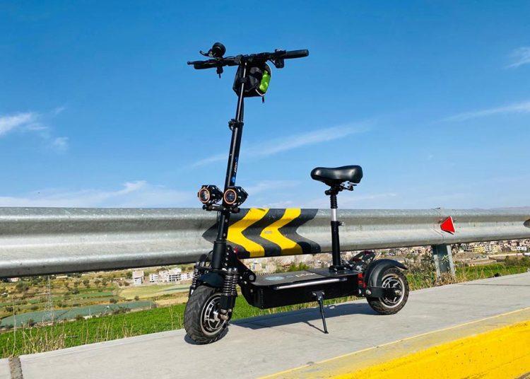 El scooter de E-Planet es ideal para las características de la ciudad Blanca.