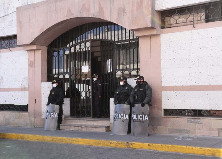 Funcionarios de Omar Candia están comprometidos con presunta organización criminal.