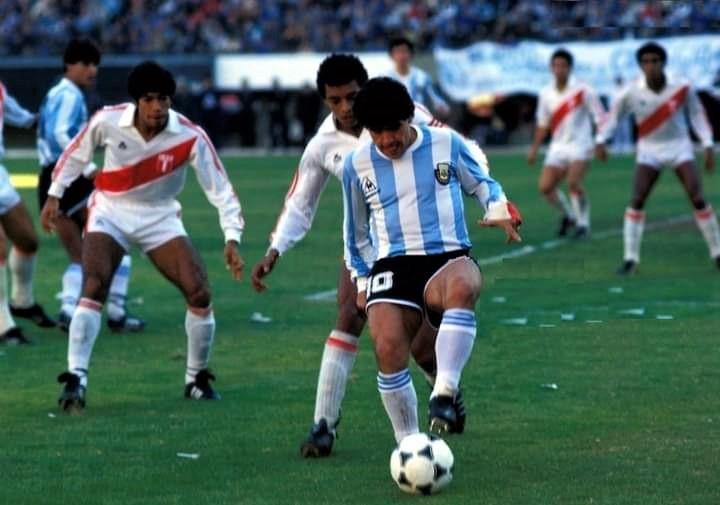 Pedro Requena enfrentó a Diego Maradona en la Copa América de 1987. El exzaguero rojinegro, guarda los mejores recuerdos del ídolo argentino.