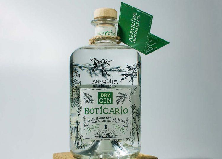 El gin que comercializa lleva muña, molle, entre otros insumos locales.
