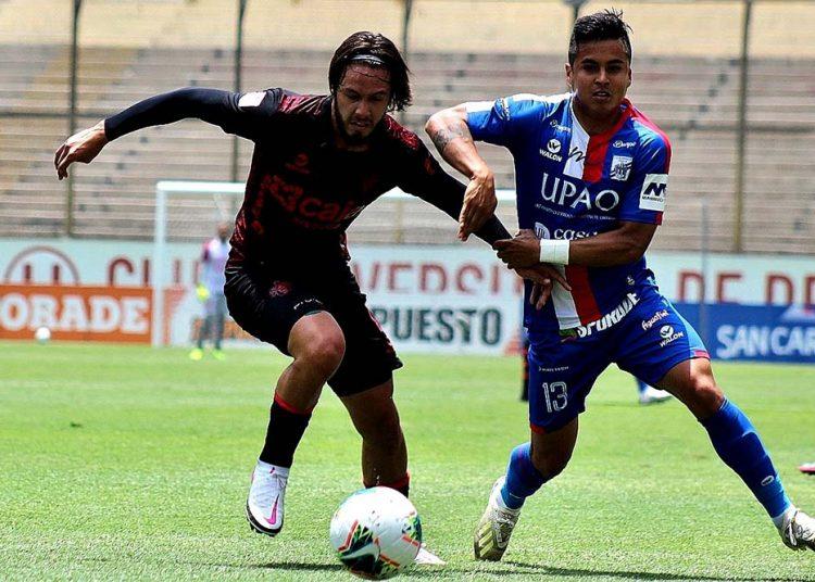 El defensa Alec Deneumostier, tuvo la confianza de Marco Valencia y se convirtió en uno de los mejores del equipo.