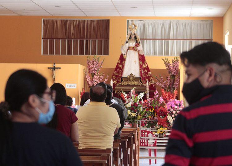 Los asistentes a las misas deben usar mascarillas todo el tiempo.