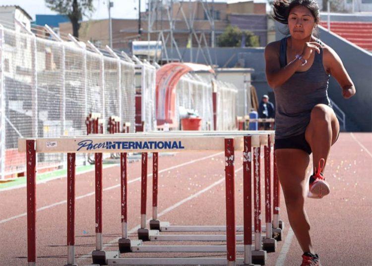 Jenny Vargas practica de lunes a sábado en doble horario, bajo la dirección del entrenador Julio Pérez.