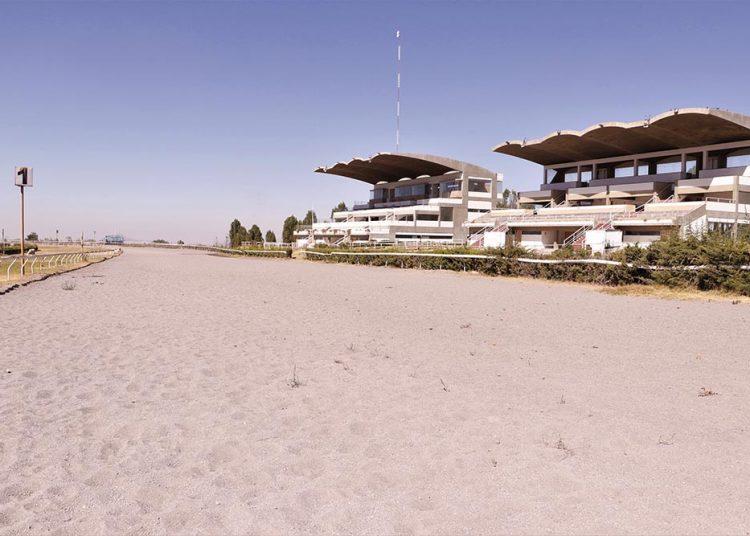 El hipódromo Arequipa solo luce tribunas abandonadas y olvidadas. El regreso de las carreras es una incertidumbre.