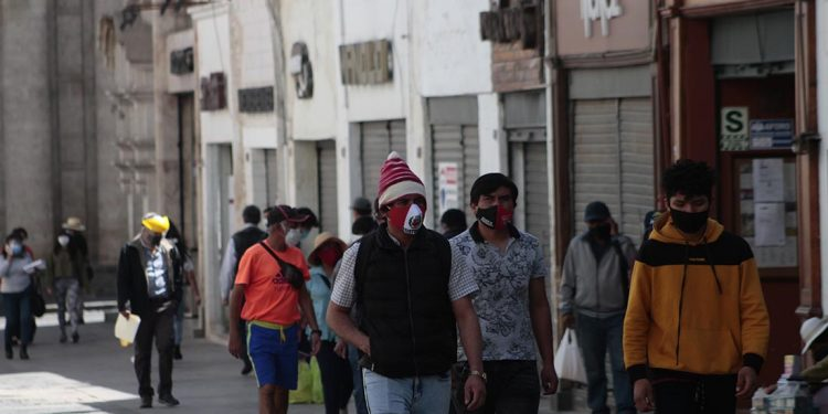 En el Perú por cada tres trabajadores formales, existen siete informales.