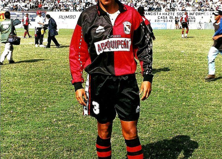 'Palito' Vera tuvo la oportunidad de jugar en otros equipos, incluso en el extranjero, pero su amor por el equipo rojinegro hizo que permaneciera en Arequipa.