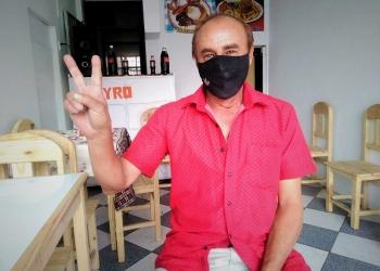 ´Sarita´ (retirado del fútbol), en plena pandemia de coronavirus, emprendió un nuevo negocio de venta de empanadas y salteñas en su snack Jayro.