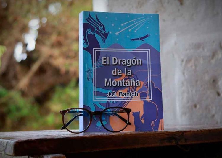 El Dragón de la Montaña, consta de 12 capítulos.