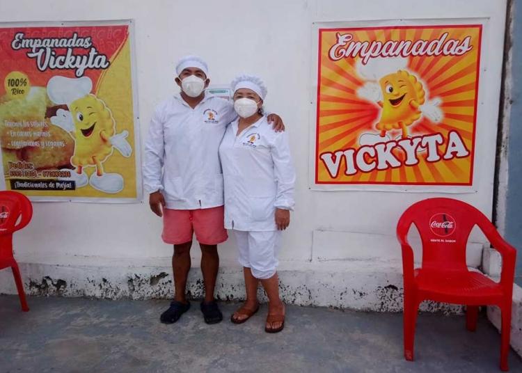 Desde las 8.00 a.m. ofrecen sus productos en su local, ubicado a media cuadra de la plaza de Mejía.