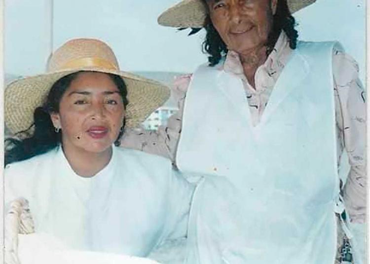 Junto a su madre. Vickyta aprendió mucho de la repostería de su mamá.