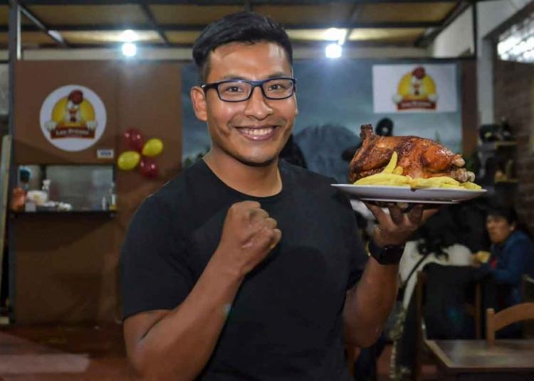 Camilo Jara, guarda la esperanza de convertirse en campeón nacional de boxeo. Por ahora, se dedica a tiempo completo a la administración de la pollería Las Brasas.
