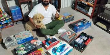 Raúl Neyra empezó a coleccionar consolas hace 15 años.