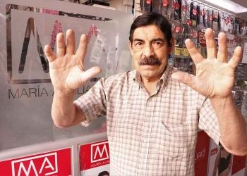 Arnaldo Suclla junto a su esposa, se dedica a la administración de un bazar de venta de ropa interior ubicado en el centro de la ciudad.