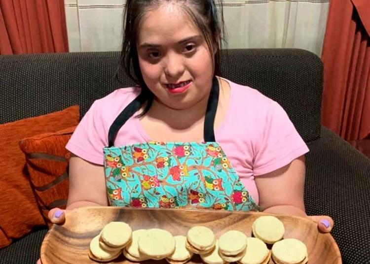 Le encanta preparar tortas de zanahoria, chocolate y pie de limón.