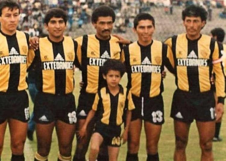 Aurora FBC, fue otro de los equipos arequipeños que defendió Genaro Neyra. Con el equipo atigrado, tuvo la oportunidad de ascender al fútbol profesional en 1994.