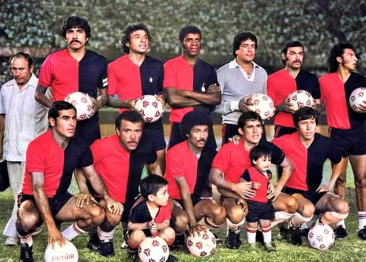 Equipo rojinegro que inició las acciones ante Sporting Cristal. Destacaron los hermanos Genaro y Ernesto Neyra. El capitán de ese equipo era Raúl Obando.