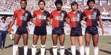 El exfutbolista (el tercero en la imagen) defendió la casaquilla rojinegra por once años y jugó junto a Eloy Ortiz, Juvenal Briceño, Víctor Gutiérrez y José Aguayo.
