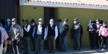 Escasas dosis de Pfizer retrasan inicio de vacunación de adultos mayores en Arequipa.
