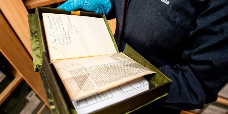 La UCSP cuenta con el equipamiento y profesionales capacitados para llevar a cabo la delicada labor de digitalizar textos antiguos.