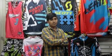 Alfredo vendía en su taller, pero hace seis meses abrió su tienda en el Cercado de Arequipa.