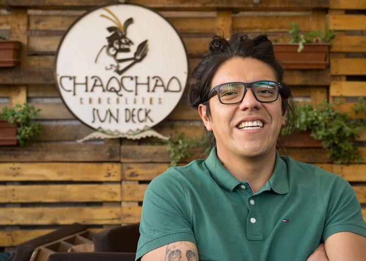 Javier Chávez, encontró su vocación en el aroma y sabor del chocolate.