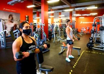 El promedio de edad de las personas que acuden a los gimnasios es de 18 a 50 años. Muchos adultos dejaron de ir por miedo al contagio.