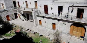 El nombre de La Cabezona, surgió por el apodo de Manuela Bellido, una de las propietarias de esta hacienda habitacional en el siglo XIX.