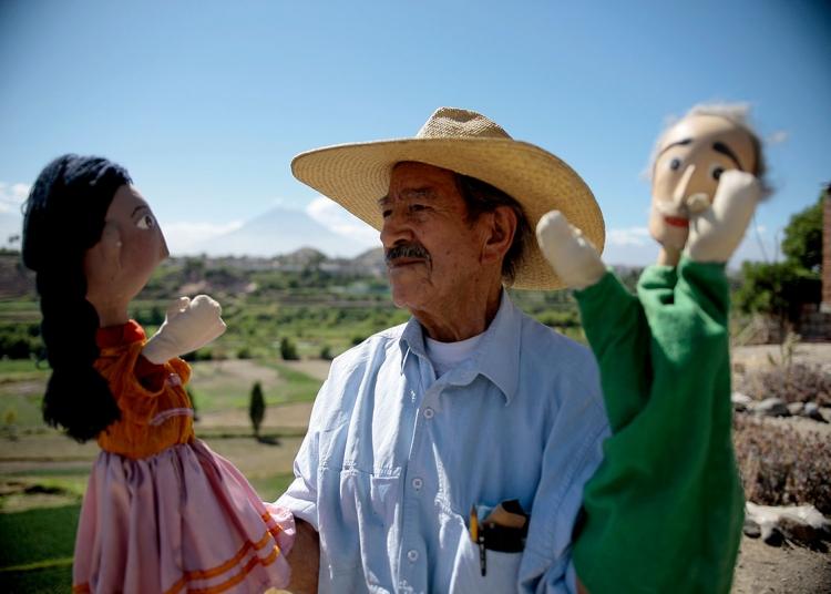 Con más de 40 años de trayectoria, don José Borja Salinas es todo un personaje que aportó a la cultura del títere en Arequipa.
