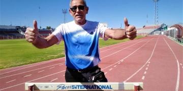 Julio Pérez, entrena todas las mañanas en el Estadio Melgar. Fue instructor de grandes atletas olímpicos como Mario Bazán Argandoña.