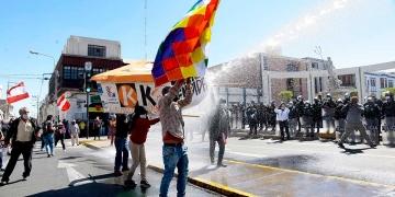 El 'pinochito' tuvo que intervenir para dispersar a la gente que se movilizó.