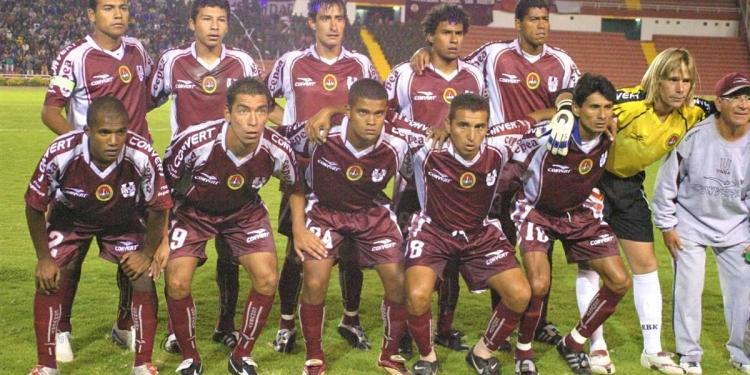 El equipo universitario consiguió tres títulos consecutivos en la Liga Departamental de Arequipa y en el año 2002, ascendió al fútbol profesional.