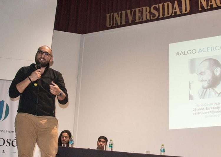 César Juárez, actualmente trabaja, sobre todo de noche, al igual que su equipo. Además brinda charlas sobre innovación.