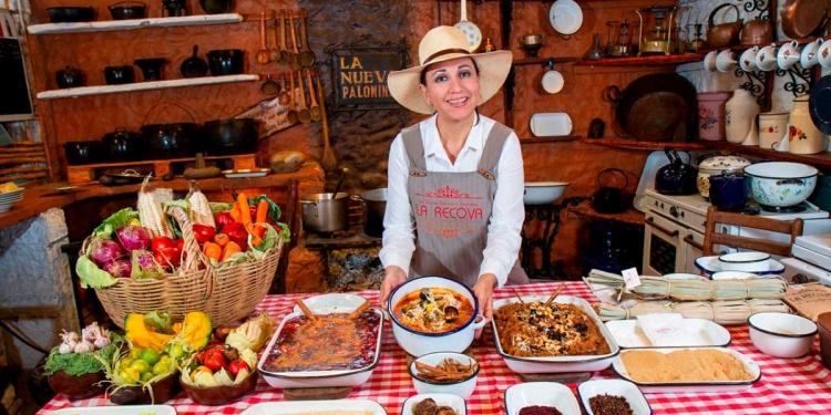 Mónica Huerta continúa el legado gastronómico de su familia.