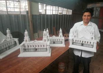 Don Marcelo se dedica hace más de 25 años al tallado de sillar.