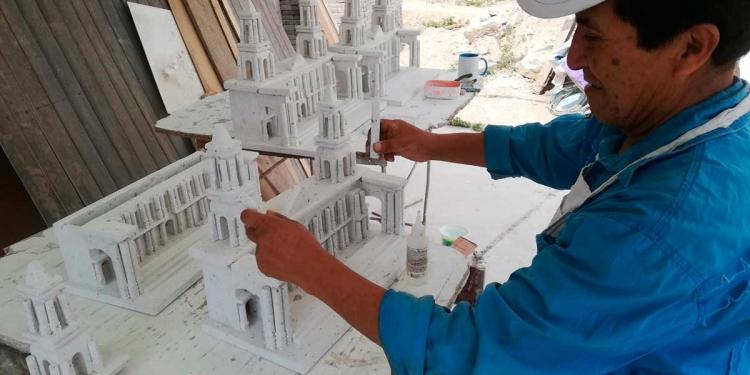 Desde muy pequeño se dedica a la artesanía.