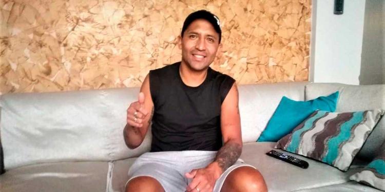Hilden Salas, retirado del fútbol, disfruta ahora de su familia.