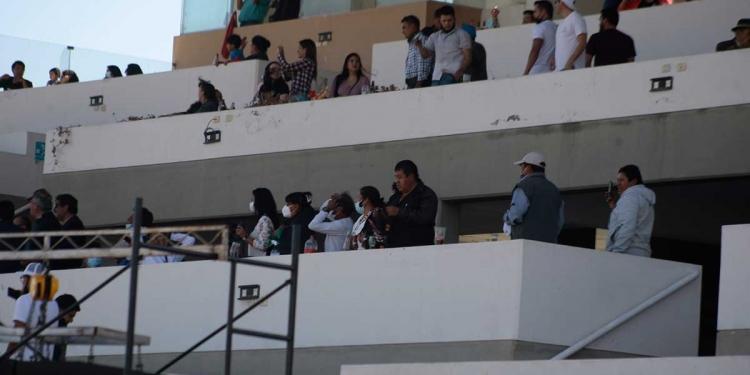 Cientos de aficionados se dieron cita en el hipódromo Arequipa, para disfrutar de las carreras de caballos.