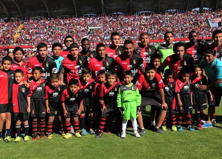 Gustavo Torres, no solo fue el único arequipeño en el equipo titular, sino el más joven.