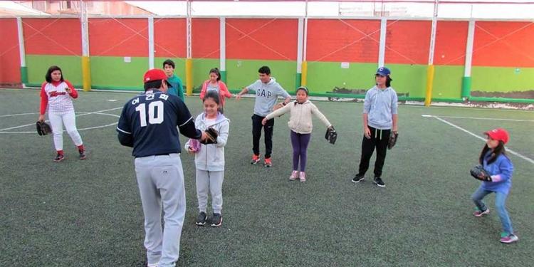 El béisbol, es una de las tantas disciplinas deportivas que deben reactivarse en la ciudad blanca.