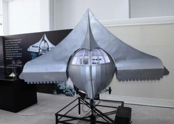 Autobólido. Es una nave espacial que utiliza 72 motores-cohete; 36 en cada ala.