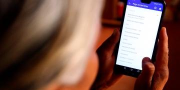 Muchas personas se vieron en la necesidad de utilizar el móvil para pagar sus servicios.