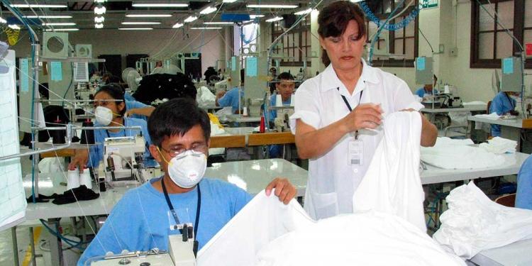 El salario promedio de una mujer en Arequipa equivale al 64% del salario de un hombre.