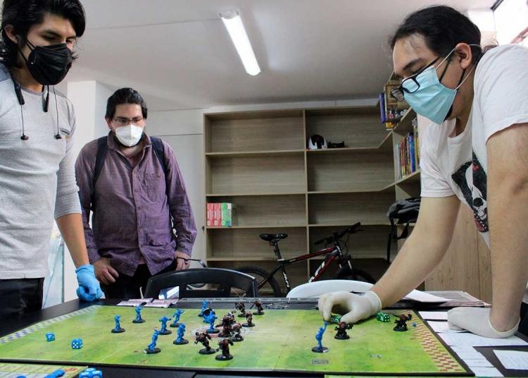 Estrategia. Muchos de los juegos requieren de habilidad y táctica.