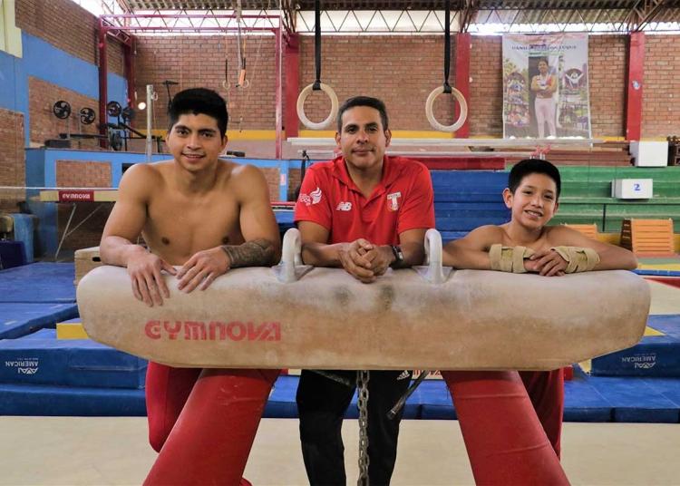 Castillo es el único entrenador de gimnasia en provincias, contratado por la Federación Deportiva Peruana de Atletismo.